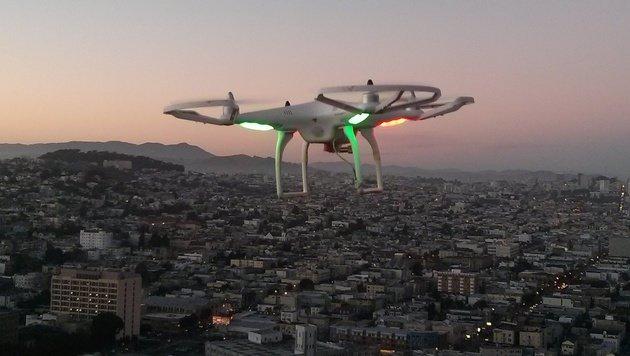 Gefängnis rüstet sich gegen Drohnen (Bild: flickr.com/arbitragery)