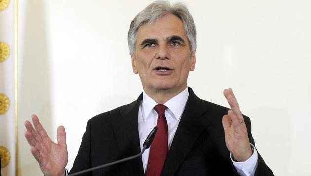 Die Regierung von Kanzler Werner Faymann wird bald in neuer Zusammensetzung weiterarbeiten. (Bild: APA/HERBERT PFARRHOFER)