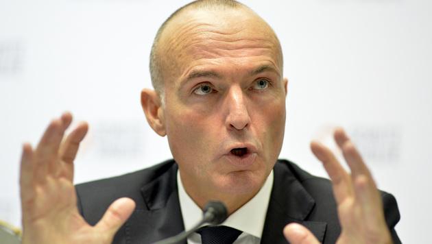 Gerald Klug will in seiner neuen Funktion als Infrastrukturminister kräftig investieren. (Bild: APA/HERBERT NEUBAUER)