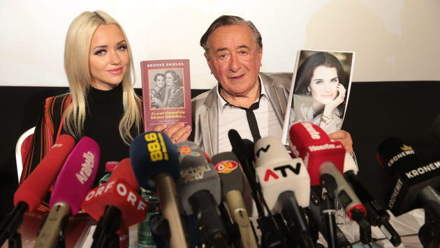 """Richard und Cathy Lugner verraten: """"Brooke Shields kommt zum Opernball!"""" (Bild: Starpix/Alexander TUMA)"""