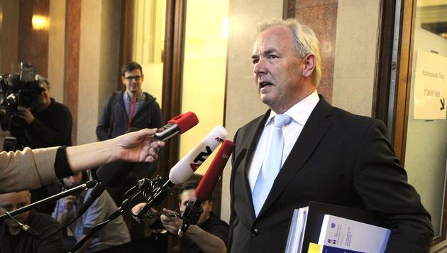 Ex-Landeshauptmann Dörfler wird erneut angeklagt (Bild: APA/HERBERT PFARRHOFER)