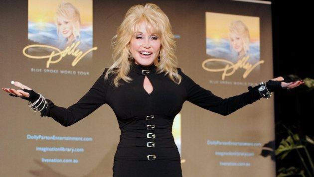 Falsche Brüste & viel Ironie: Dolly Parton wird 70 (Bild: EPA/Joe Castro)