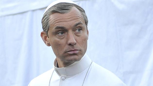 Schöner Pontifex: Jude Law als Papst beim TV-Dreh in Venedig (Bild: AP)