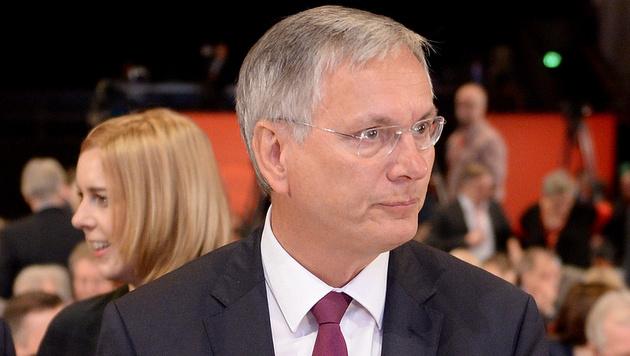 Der bisherige Infrastrukturminister Alois Stöger soll das Sozialministerium übernehmen. (Bild: APA/ROLAND SCHLAGER)