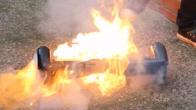 US-Behörde ruft halbe Million Hoverboards zurück (Bild: YouTube.com/BuleBritish)