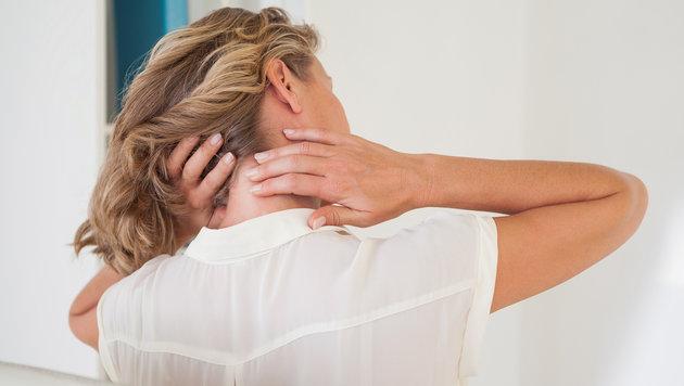 Mediziner warnen vor Handy-Nacken bei Jugendlichen (Bild: thinkstockphotos.de)