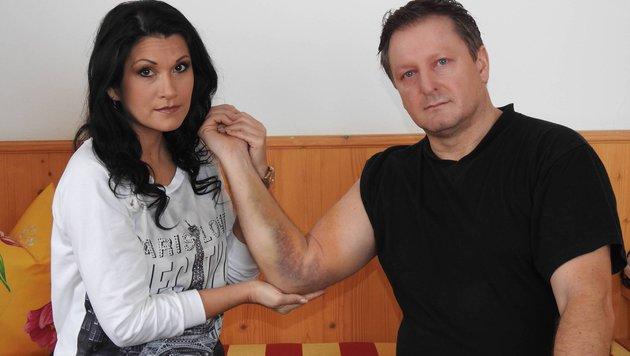 Peter Schutti (r.) rettete Antonia aus Tirol vor schwerem Sturz und wurde dabei verletzt. (Bild: KirschnerMedia)