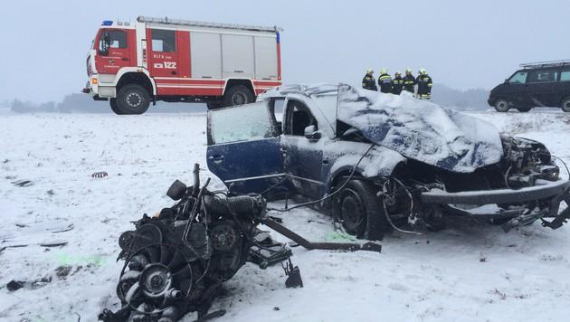 19-Jähriger bei Autounfall tödlich verunglückt (Bild: APA/FF SCHWARZENAU)