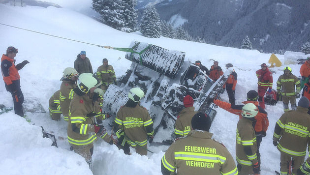 11 Menschen bei Unfall mit Schneefahrzeug verletzt (Bild: APA/RICHARD RONACHER)