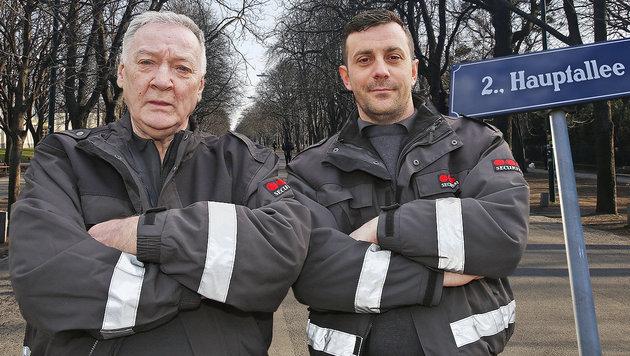 """Johann Markl (li.), """"Securitas""""-Einsatzleiter, und Kollege Eduard Reiter stoppten den Vergewaltiger. (Bild: Martin J�chl)"""