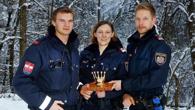 Polizisten als Retter: Betrunkenen 1,5 km getragen (Bild: Gerhard Schiel)