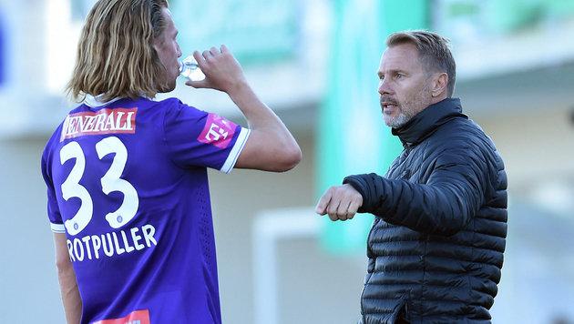 Rotpuller im Gespräch mit Trainer Fink im Trainingslager in Belek (Bild: GEPA)