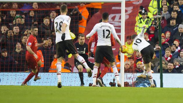 Wayne Rooney erzielt Goldtor für Manchester United (Bild: AP)