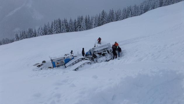 11 Menschen bei Unfall mit Schneefahrzeug verletzt (Bild: LPD Salzburg)