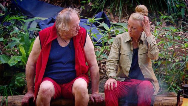 Gunter erzählt Jenny von seiner Ehe mit einer Hure. (Bild: RTL)