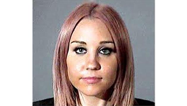 Amanda Bynes fuhr unter anderem betrunken Auto und legte in der Einfahrt einer Nachbarin Feuer. (Bild: Viennareport)