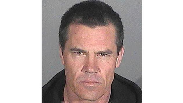 """Trunkenheit in der Öffentlichkeit brachte Josh Brolin dieses """"schicke"""" Polizeifoto ein. (Bild: Viennareport)"""