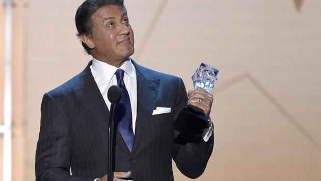 Sylvester Stallone gewann als bester Nebendarsteller für seine Rolle in 'Creed - Rocky's Legacy'. (Bild: Chris Pizzello/Invision/AP)