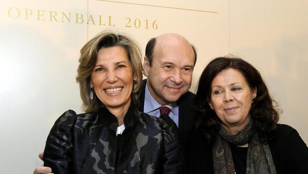 Desiree Treichl-Stürgkh mit Dominique Meyer und Opernball-Generalsekretärin Eva Dintsis (Bild: APA/HERBERT PFARRHOFER)