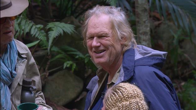 Gunter Gabriel ist nach seiner Entscheidung, das Camp zu verlassen, sichtlich glücklich. (Bild: RTL)