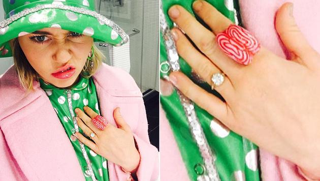Miley Cyrus trägt ihren Verlobungsring wieder. (Bild: instagram.com/mileycyrus)
