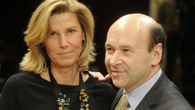 Desiree Treichl-Stürgkh mit Staatsoperndirektor Dominique Meyer (Bild: APA/HERBERT PFARRHOFER)