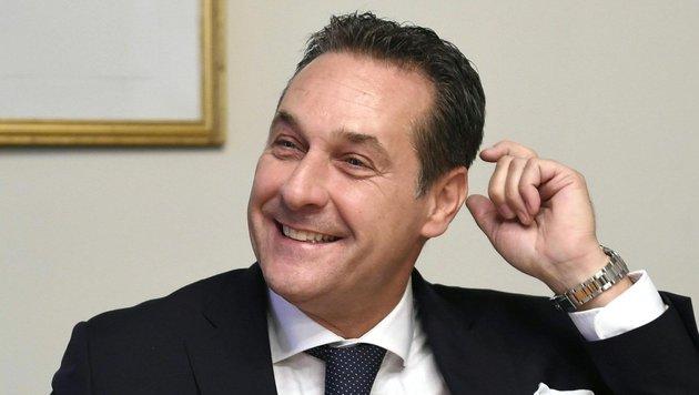 FP macht aus Hofburg-Kandidat weiter ein Geheimnis (Bild: APA/HELMUT FOHRINGER)