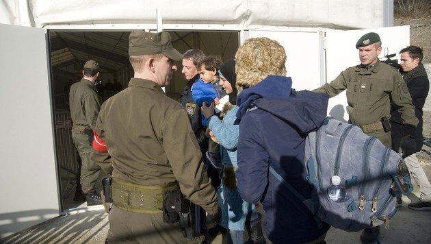 Probestart für neues Grenzmanagement in Spielfeld (Bild: APA/ELMAR GUBISCH)