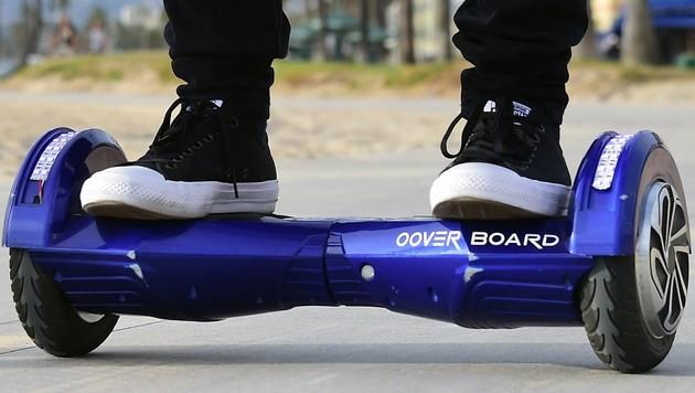 """""""Hoverboards nur mit Feuerlöscher nutzen"""" (Bild: APA/AFP/FREDERIC J. BROWN)"""