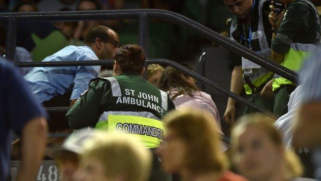 Sturz-Drama um Zuschauerin bei Sieg von Ivanovic (Bild: APA/AFP/PAUL CROCK)