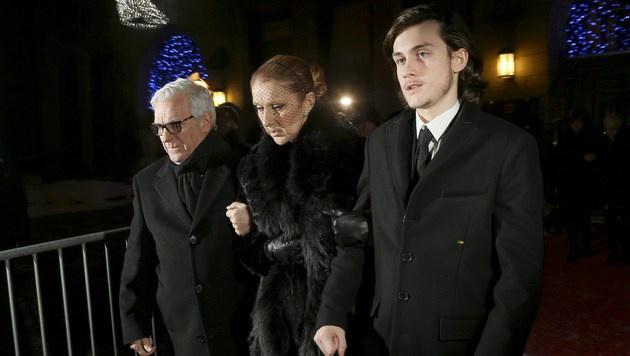 Celine Dion bei der Trauerfeier in Montreal (Bild: APA/AFP/GETTY IMAGES/Tom Szczerbowski)