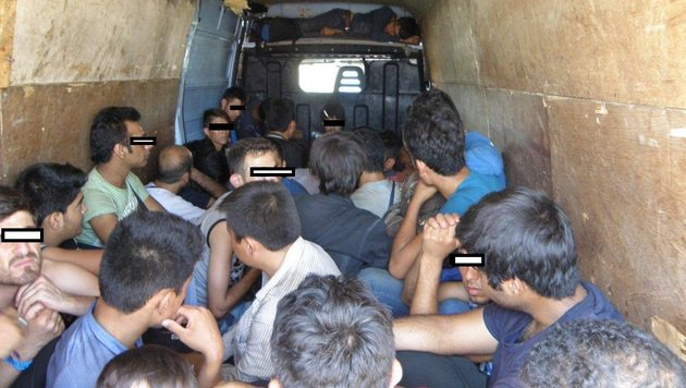 Flüchtlinge wurden unter teils lebensbedrohlichen Bedingungen ins Land geschleust. (Bild: LPD NÖ)