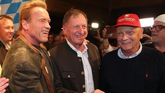 Arnold Schwarzenegger, Ski-Legende Franz Klammer und Niki Lauda bei der Weißwurstparty (Bild: Kristian Bissuti)