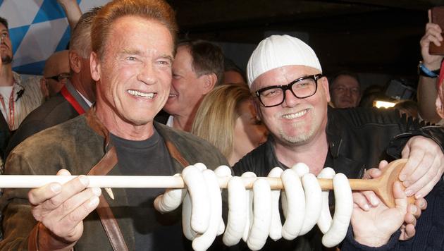 "Arnold Schwarzenegger und Gerry Friedle aka ""DJ Ötzi"" (Bild: APA/GEORG HOCHMUTH)"