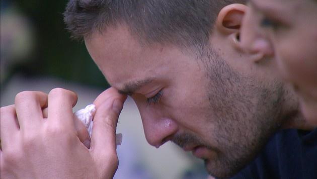 Menderes muss nach Rolfs Abschied weinen. (Bild: RTL)