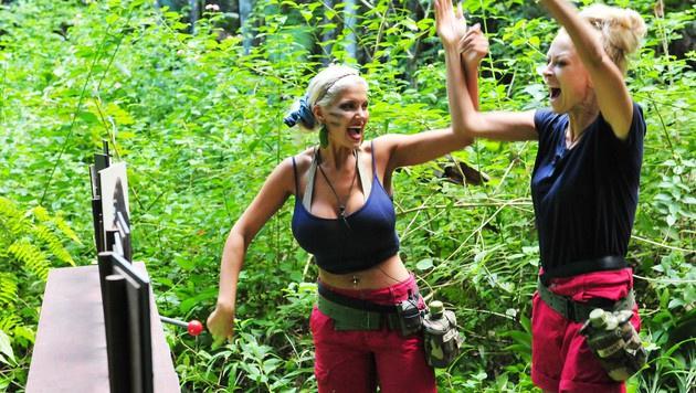 Sophia und Jenny bei der Schatzsuche (Bild: RTL)