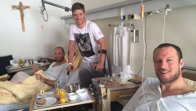 Kitzbühel-Lazarett: Svindal, Streitberger und Scheiber grüßen ihre Fans aus dem Spital! (Bild: facebook.com/Georg Streitberger)