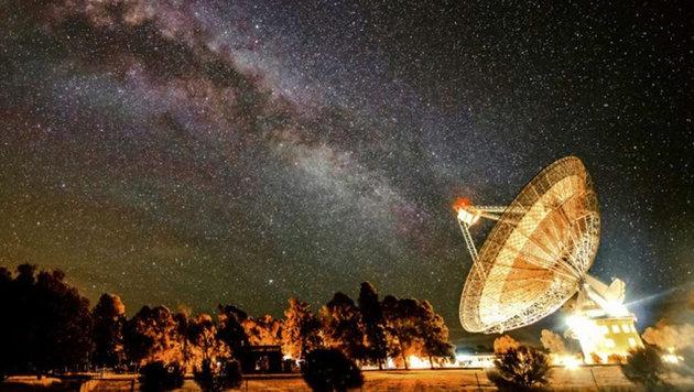 Das Parkes-Radioteleskop sucht nach Signalen Außerirdischer. (Bild: Wayne England)