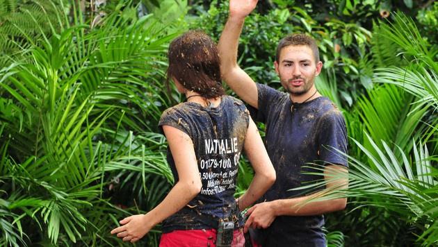 Nathalie und Menderes nach der Dschungelprüfung (Bild: RTL)