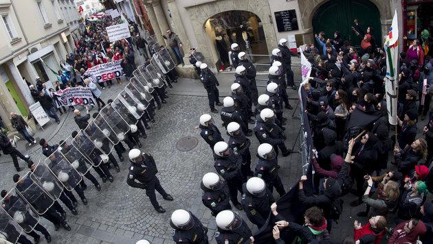 Pegida-Kundgebung und drei Gegendemos am Samstag (Bild: APA/ERWIN SCHERIAU)