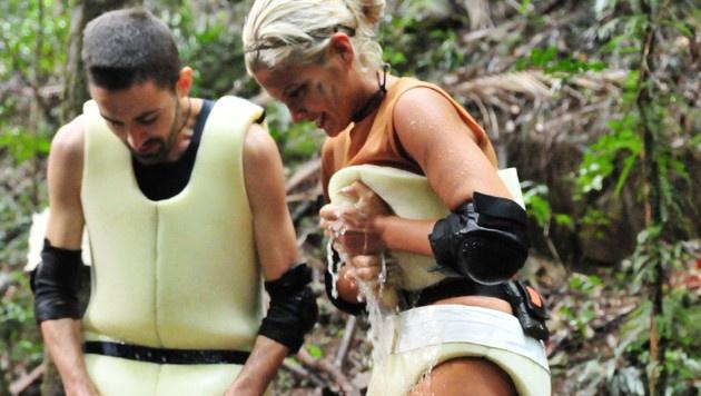 Menderes und Sophia bei der Schatzsuche (Bild: RTL)
