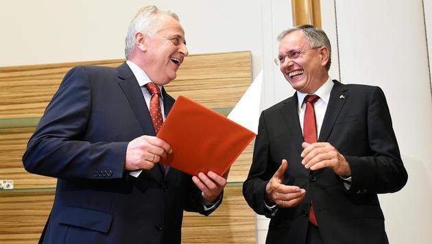 Vorgänger und Nachfolger im Sozialministerium: Hundstorfer und Stöger (Bild: APA/HELMUT FOHRINGER)