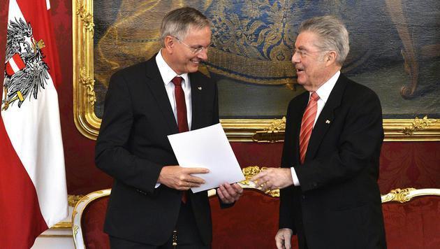 Der neue Sozialminister Alois Stöger mit Heinz Fischer (Bild: APA/HERBERT PFARRHOFER)