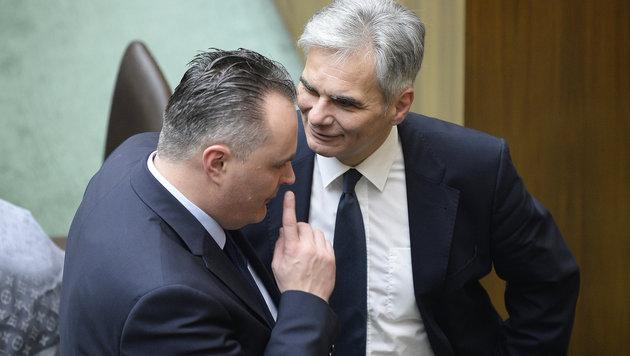 SPÖ-Verteidigungsminister Hans Peter Doskozil mit Kanzler Werner Faymann (Bild: APA/ROBERT JAEGER)