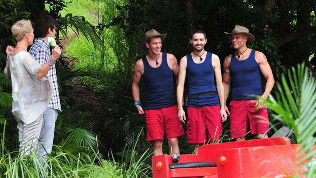 Sonja und Daniel begrüßen die Camper zur Dschungelprüfung. (Bild: RTL)