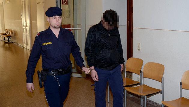 Der T�ter wandert nach der Vergewaltigung bei uns ins Gef�ngnis - sein Asylverfahren l�uft weiter. (Bild: Thomas Lenger)