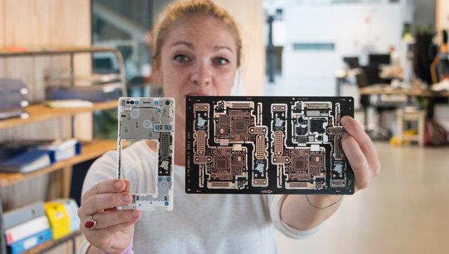 Der österreichische Hersteller AT&S bringt das Fair-Trade-Gold auf Handy-Mainboards auf. (Bild: Fairphone)