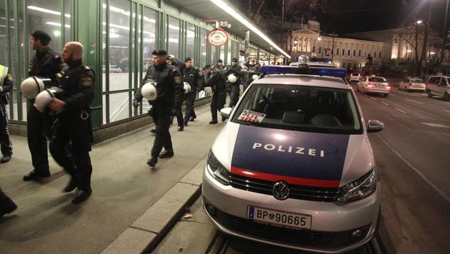 Akademikerball-Demos legten Wiener Innenstadt lahm (Bild: Andi Schiel)
