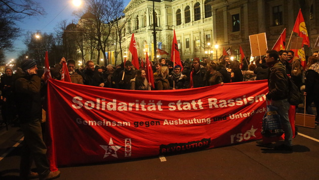 Akademikerball-Demos legten Wiener Innenstadt lahm (Bild: Peter Tomschi)