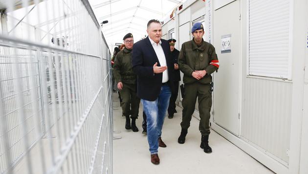 """Spielfeld: Doskozil plant auch für """"Worst Case"""" (Bild: APA/Erwin Scheriau)"""